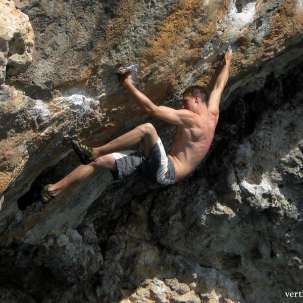 Glenn beim Deep Water Soloing in Mallorca.