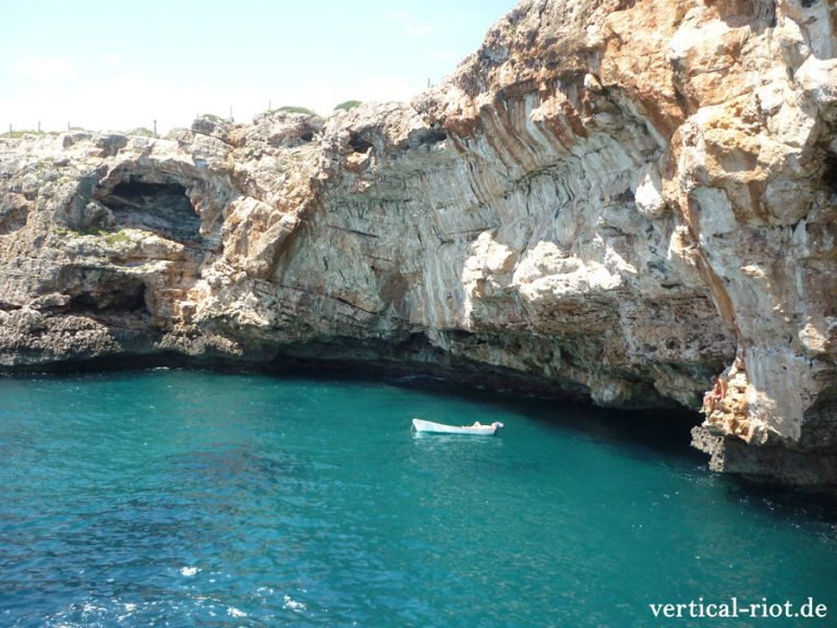 Porto Colom in Mallorca ist ein super Psicobloc-Spot ab F6b+ aufwärts