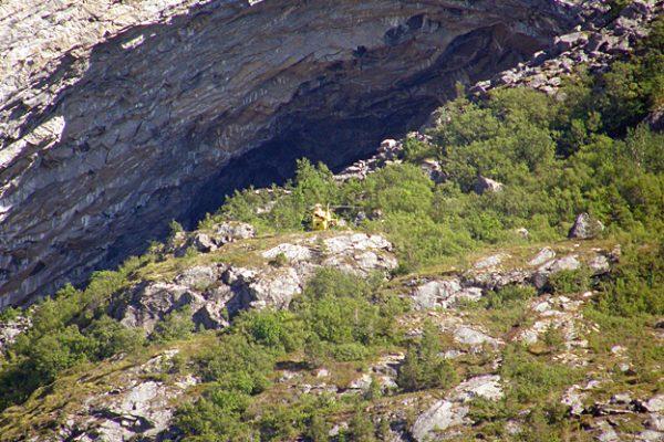 Hubschrauber landet in Flatanger bei einem Kletterunfall