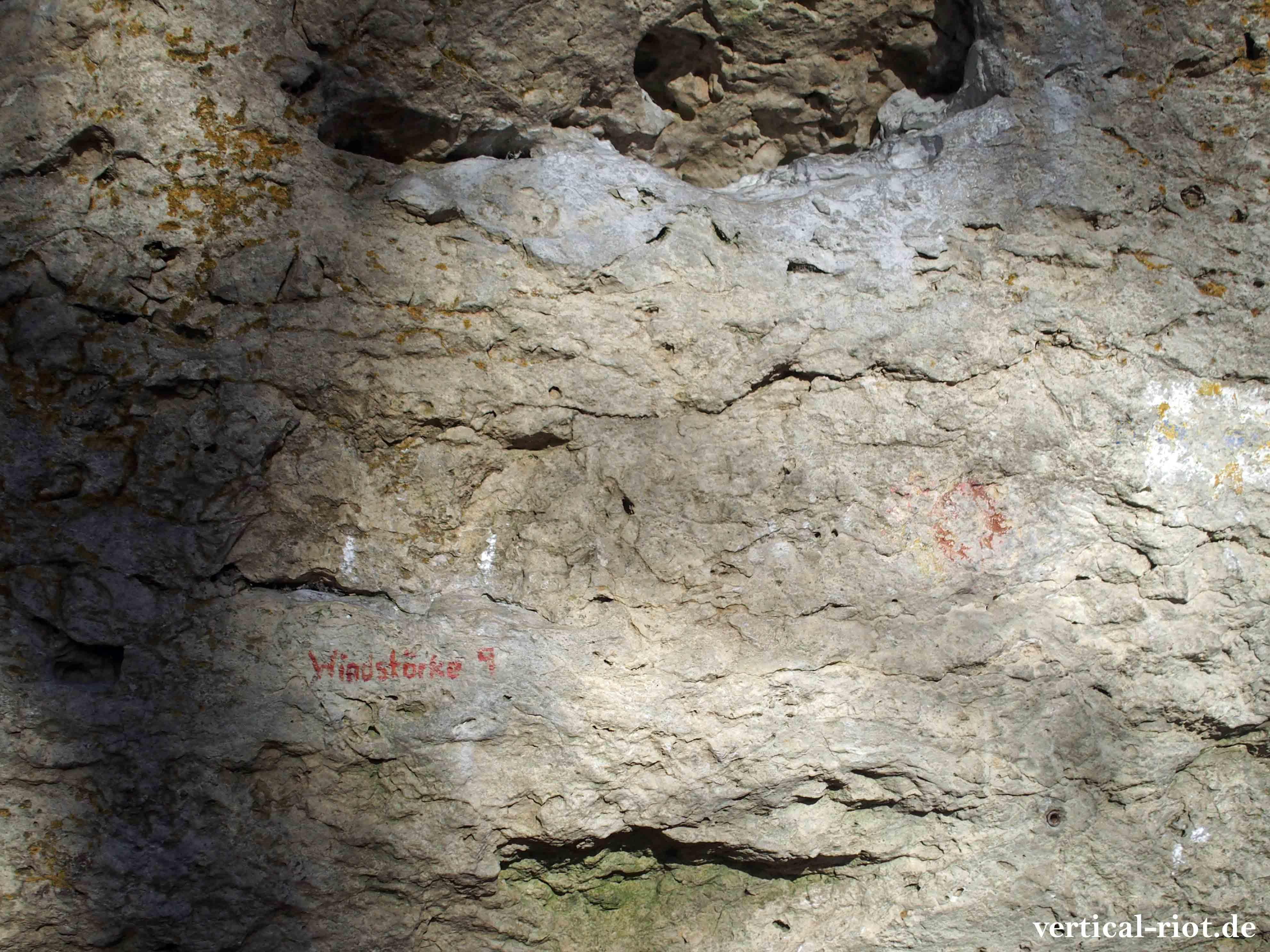 Eine Erinnerung an die Entwicklung des Rotpunktkletterns zeigt dieser uralte rote Punkt an der Klagemauer
